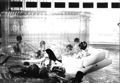 Sfilata Missoni 1968 _ piscina-solari_res